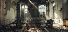 De Londense fotografe Rebecca Bathory heeft een grote voorliefde voor de donkere kant van het leven, het surrealistische en eenzame deel. Wereldwijd zoekt ze ...