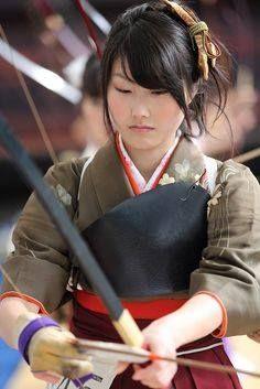 Asian people Kyudo girl Japan Sanju-sangen-do Temple, Higashiyama, Kyoto. We Are The World, People Of The World, Aikido, Japanese Kimono, Japanese Girl, Japanese Warrior, Art Asiatique, Art Japonais, Mixed Martial Arts