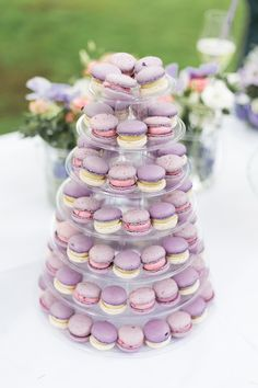 Jö Makrönchen // Lavendel und Kir Royal Macaron Pyramide // True Love Hochzeiten