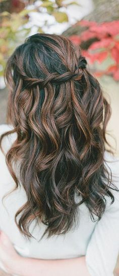 A great new hairstyle in a matter of minutes. Try out this simple tutorial for waterfall twist braids. You can make it at the comfort of your own home.: