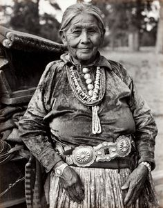 This is a Navajo matriarch. Photo taken by Laura Gilpin in 1952. This is the definition of a wise woman. One can see it in her wrinkles. She has seen life.