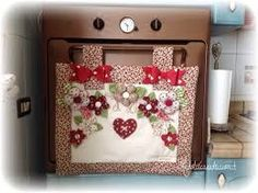 Resultado de imagem para Copriforno Handmade Home Decor, Handmade Crafts, Diy And Crafts, Sewing Projects, Diy Projects, A Frame House, Sewing Aprons, Felt Fabric, Quilt Making