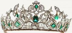 Queen Margrethe II of Denmark Tiaras The Danish Emerald Parure Tiara Partof the Danish crown jewels, this piece is borrowed from public display inRosenborg C. Royal Crown Jewels, Royal Crowns, Royal Tiaras, Royal Jewelry, Tiaras And Crowns, Fine Jewelry, Beaded Jewelry, Faberge Eier, Family Jewels