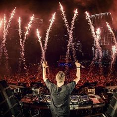 Martin Garrix @ UMF 2016 I love his set there was so much new music and every track was diffrent and unique. I think he is one of the best Dj's in the world and for me he is the King of EDM