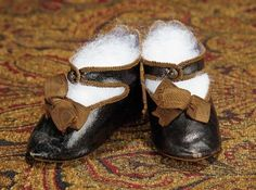 The Memory of All That - Marquis Antique Doll Auction: 132 French Leather Shoes for Bebe Jumeau, Size 11