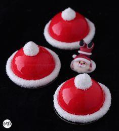 J'adore cette idée de petits entremets en forme de bonnets de père Noël, que l'on peut voir un peu partout pendant les fêtes ...