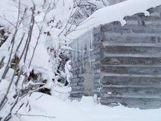 concrete cabin with log cabin formwork. Nickisch Sano Walder - Lieptgas refuge, Flims Via, photos. German Architecture, Architecture Details, Concrete Architecture, Alpine Modern, Cabana, Timber Logs, Swiss Cottage, Old Cabins, Mountain Cottage