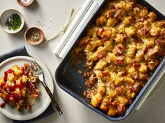 Skip the drive-thru and satisfy your family's burger cravings at home with a hearty, stick-to-your-ribs entrée that feels just right for cold weather. Our Cheeseburger Casserole is winter's answer to summertime's backyard cookouts: The dish offers … Beef Recipes, Cooking Recipes, Chicken Recipes, Hamburger Recipes, Kraft Recipes, Drink Recipes, Pasta Recipes, Vegetarian Recipes, Kitchens