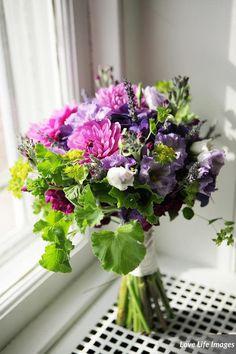 Pink and Purple Chrysanthemum Bouquet Purple Wedding Arrangements, Floral Arrangements, Chrysanthemum Bouquet, Fall Wedding Flowers, Inspirational Photos, Dark Purple, Wedding Bells, Hydrangea, Bouquets