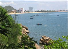 Ghenh Rang Beach is a famous beauty spot situated in the south of the poetic Quy Nhon City, 3km from the downtown.