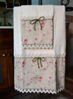 Pair of precious towels, embellished with fabulous ruffles and silk cord that closes with a central bow Sewing Crafts, Sewing Projects, Decorative Hand Towels, Personalized Towels, Towel Crafts, Embroidered Towels, Terry Towel, Bathroom Towels, Towel Set