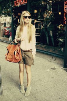 Camel-dicker-isabel-marant-boots-tawny-ps1-proenza-schouler-bag_400