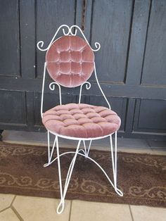 Vintage vanity chair - 1930s metal/strawberry velvet tufted ...