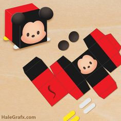 FREE printable Tsum Tsum treat box for Mickey Mouse or Disney themed party. Print, cut, fold and glue this gift box. Mickey Tsum Tsum, Tsum Tsum Party, Mickey Mouse Treats, Mickey Mouse Birthday, Disney Diy, Disney Crafts, Paper Toys, Paper Crafts, Mouse Crafts