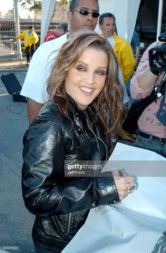 Elvis Presley Family, Elvis Presley Photos, Lisa Marie Presley, Priscilla Presley, Still Image, Michael Jackson, Daughter, Graceland, Rebel