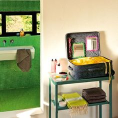 Une valise cabine = une coiffeuse nomade - Marie Claire Maison
