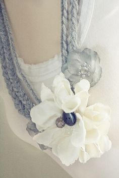 love the simple crochet pattern paired with gorgeous flowers - great accessory to any outfit