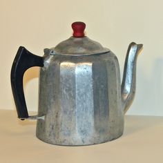 Metal Tea Kettle Wagner 1902 2 QT Sydney Ohio by outtamyshed, $60.00