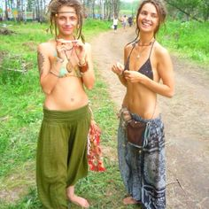 I love me some hippies. Time for a festival? I think these are the young hippies of today. makes me positive that the message is being carried on! Hippie Style, Hippie Chic Fashion, Mode Hippie, Hippie Love, Hippie Chick, Hippie Bohemian, Boho Gypsy, Hippie Girls, Looks Style