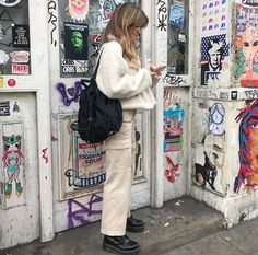 Grunge background with monochromatic outfit ~ Looks Style, Looks Cool, Style Me, Mode Outfits, Fashion Outfits, Fashion Boots, Fashion Heels, Fashion Trends, Look Fashion
