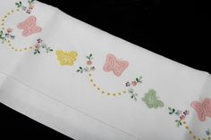 Pizzi a tombolo e Corredo Artigianale by Fratelli Pasqualini Baby Applique, Baby Embroidery, Hand Embroidery Designs, Embroidery Stitches, Embroidery Patterns, Machine Embroidery, Kids Blouse Designs, Embroidered Bedding, Baby Sheets