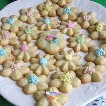 Polish Spritz Cookies Recipe - Ciasteczka z Maszynki - Recipe for Polish Cookie Press Cookies Read More by thevintagemouse Spritz Cookie Recipe, Spritz Cookies, Butter Cookies Recipe, Cookie Recipes, Sugar Cookie Recipe For Cookie Press, Cookie Ideas, Easter Cookies, Easter Treats, Christmas Cookies