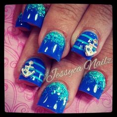i love the blue on the nails!!!!!!!