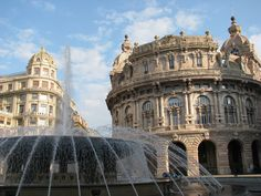 https://flic.kr/p/RHgwQQ   Genova: la fontana di piazza De Ferrari