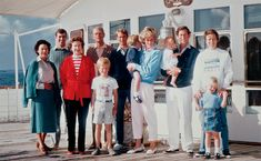 1986 ~ Just a little vacation photo with the family. The Royal Family on board HMY Britannia. From left to right: HRH Princess Margaret HRH Prince Andrew (b. HM Queen Elizabeth II (b. HRH The Duke of Edinburgh (b. Peter Phillips (b. Diana Spencer, Lady Diana, Prince Henry, Prince Andrew, Prince William, Tilda Swinton, Princesa Diana, My Princess, Prinz Philip