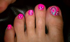 Not that we see much of the toes ... but these are SO CUTE! Pink paisley pedicure ♥
