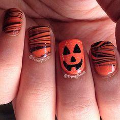 Halloween Nails - Googly Eyes nail art design how-to Halloween Toe Nails, Halloween Nail Designs, Fingernail Designs, Toe Nail Designs, Holiday Nails, Christmas Nails, Hair And Nails, My Nails, Pumpkin Nail Art
