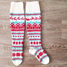 Jouluiset villasukat. #christmas #woolsocks #knitting #diy #fairisle #villasukkaunelmia