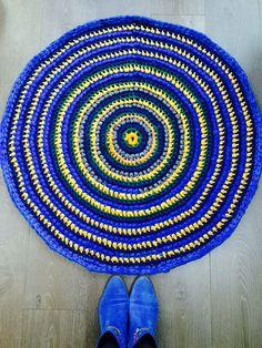 Klaver kleedje - Multicolor rond kleed blauw, grijs, geel, groen door StudioXk op Etsy https://www.etsy.com/nl/listing/186498310/klaver-kleedje-multicolor-rond-kleed