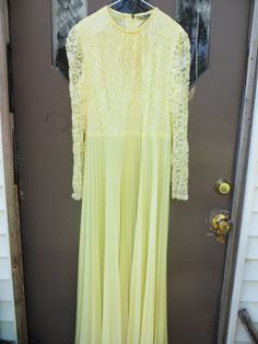 Mister JAY   70s yellow lace accordion by Linsvintageboutique