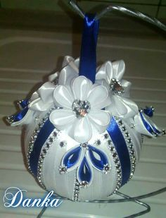 Beaded Ornament Covers, Sequin Ornaments, Quilted Christmas Ornaments, Fabric Ornaments, Christmas Lanterns, Handmade Ornaments, Christmas Tree Decorations, Creative Christmas Gifts, Christmas Crafts To Make