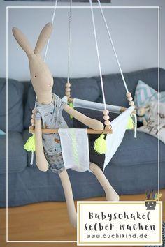 Anleitung zum Nähen/Bauen einer Babyschaukel. Mit Tutorial zum Quasten basteln. Schritt-für-Schritt-Anleitungen zum Nachmachen. | www.cuchikind.de | #diy #babyschaukel #baby #anleitung #quasten #tutorial #diytutorial #nähen #nähenfürkinder Diy For Kids, Diy And Crafts, Kids Room, Teen, Nursery, Mai, Hacks, Couture, Sewing