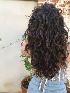 Curly,Para seeing that cacheadas electronic crespas, dormir sem desmanchar the cachos p. Brown Curly Hair, Short Wavy Hair, Curly Hair Cuts, Curly Hair Styles, Natural Hair Styles, Wavy Perm, Perms For Long Hair, Short Curls, Curly Hair Layers