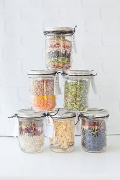 These homemade canning jar soup mixes are the perfect frugal holiday gift! These homemade canning jar soup mixes are the perfect frugal holiday gift! Mason Jars, Mason Jar Meals, Meals In A Jar, Canning Jars, Mason Jar Recipes, Canning Soup, Mason Jar Gifts, Dry Soup Mix, Soup Mixes