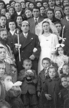 Σιάτιστα δεκαετία ΄50. Στέψη με ασημένια στέφανα. Αρχείο Νίνας Ταχμιντζή. https://siatista-info.blogspot.com