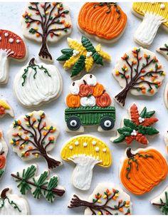 Thanksgiving Cookies, Fall Cookies, Cute Cookies, Halloween Cookies Decorated, Halloween Sugar Cookies, Decorated Cookies, Buttercream Decorating, Cookie Decorating, Decorating Tips