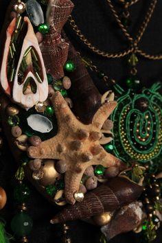 bohemian decor on a budget Bohemian Design, Bohemian Decor, Moon Dreamcatcher, Decor Crafts, Dream Catcher, Crafty, Christmas Ornaments, Holiday Decor, Unique Jewelry