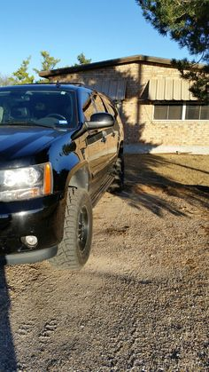 """2008 suburban 2500 3"""" rough country suspension lift installed 33"""" toyo r/t"""