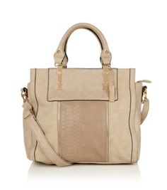 Kelly Brook. For a bag that holds your everything, this chic beige snake skin number is tote-ally up your street! Perfect for both in, and out of the office! #newlookfashion #newlook #celebrity