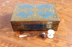 Catawiki, pagina di aste on line  A Napoleon III brass, enamel and mother-of-pearl sewing box - France - second half 19th century