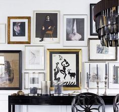 Ways to display photo frames on a feature wall