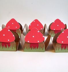 Toadstool Favor Boxes. No how-to ...