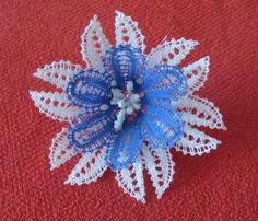 sinikukka Bobbin Lace Patterns, Lace Making, Lace Flowers, Tatting, Brooch, Crochet, How To Make, Crafts, Inspiration