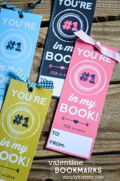 Looking for a non-candy Valentine idea? Check out these adorable & free printable bookmark valentines, perfect for your child's classroom!