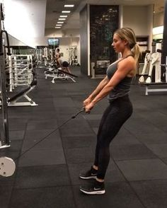 #exerciseoftheweek TAG SOMEONE WHO LOVES BOOTY EXERCISES! Cable Machine Deadlifts - 15 reps x3 SS after Stiff-legged Barbel Deadlifts 15 reps x3 #squeezethoseglutes - For my full workout routine, click the link in my bio ⬇️⬇️⬇️ @paigehathaway @paigehathaway