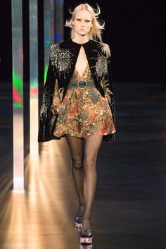 See all the Collection photos from Saint Laurent Spring/Summer 2015 Ready-To-Wear now on British Vogue Spring 2015 Fashion, Spring Summer 2015, Fashion Week, Runway Fashion, High Fashion, Fashion Show, Fashion Design, Luxury Fashion, Trend Council